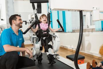اللوكومات روبوت السير
